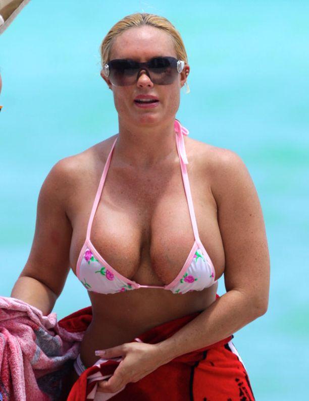 Bikiniyläosa oli Cocon muotoihin nähden hyvin niukka.
