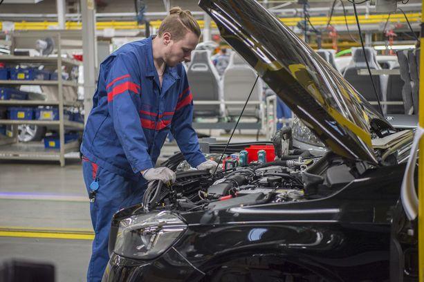 Valmet Automotive rekrytoi tämän vuoden aikana kaikkiaan yli 1000 autonrakentajaa.