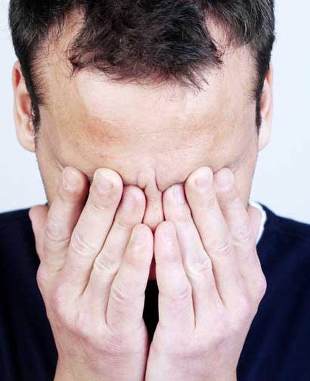 Saksalaistutkimuksen mukaan oksitosiini tekee miehistä yhtä tunteellisia kuin naisista.