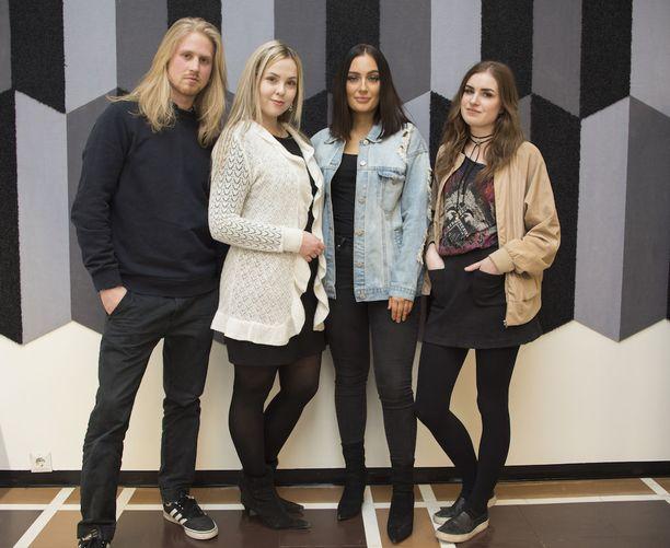 Roni, Johanna, Vanessa ja Mona.
