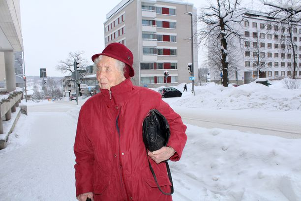 Elli Pöyhösen pitkäaikainen miesystävä Valte kuoli 97-vuotiaana viime marraskuussa. Myös kaikki seitsemän sisarusta ovat jo menehtyneet.