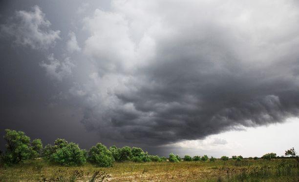 Myrsky on tuonut jo kovia sateita pitkin maata (arkistokuva.)