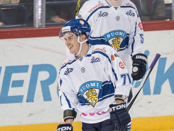 Kristian Kuusela pelasi Helsingin EHT-turnauksessa marraskuussa 2015. Kuusela pelasi tuolla kaudella kuusi A-maaottelua, mutta kutsua MM-kisoihin ei tullut. – Nyt on hieno fiilis päästä pelaamaan. Arvokisat on minulle iso juttu, hän sanoo.