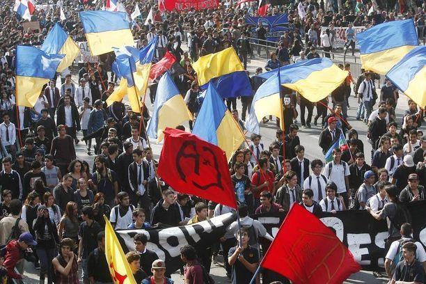Mielenosoituksen osallistui kymmeniätuhansia vihaisia ihmisiä.