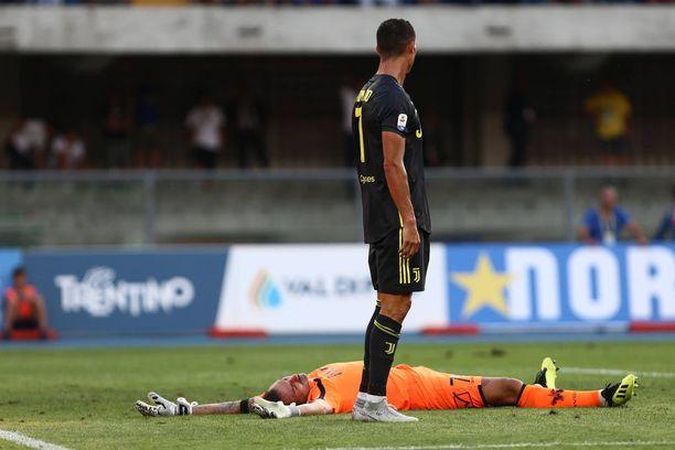 Cristiano Ronaldo kolasi Juventus-debyytissään Chievon maalivahti Stefano Sorrentinon kylmäksi.
