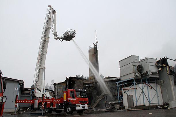 Pelastuslaitos sai hälytyksen suuresta rakennuspalosta perjantai-iltana klo 19.14.