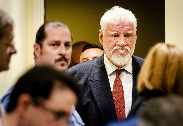 Bosnian kroaatti Slobodan Praljak sai myrkyn oikeussaliin.