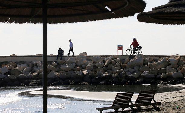 Suomalaismies loukkaantui vakavasti liikenneonnettomuudessa Kyproksen Limassolissa, joka on suosittu turistikohde.