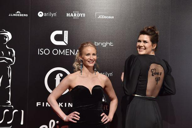 Malla Malmivaaran ja Heidi Linden olivat kumpikin pukeutuneet mustaan.