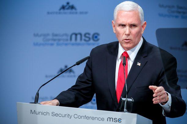 Varapresidentti Mike Pence on tutustunut Euroopan-kiertueellaan Puolan keskitysleireihin.