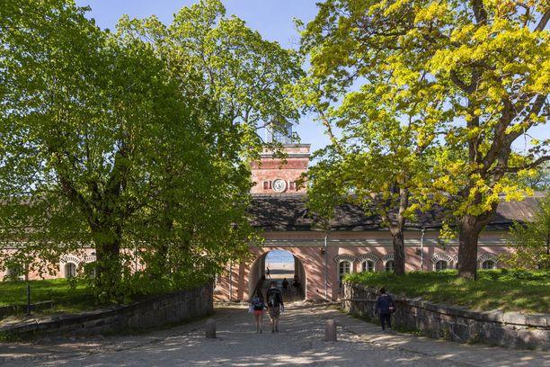 Suomenlinna kiinnostaa. Maailmanperintökohteessa käy vuosittain noin miljoona vierasta.