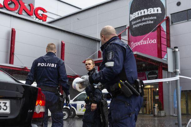 Paikalle hälytettiin nopeasti useita poliisipartioita.