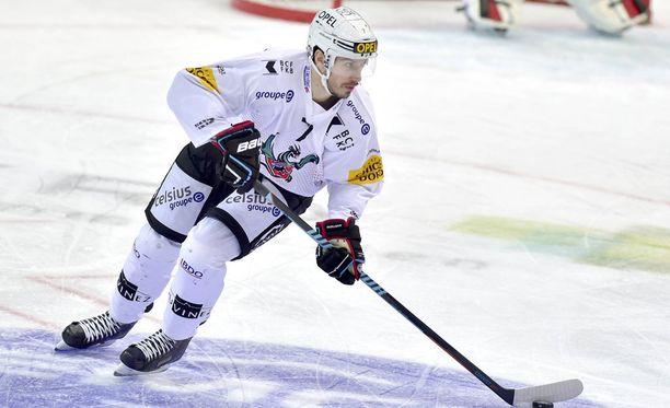 Keaton Ellerby kiekkoili viime kaudella KHL:n Barys Astanassa ja Sveitsin liigan Fribourg-Gottéronissa.