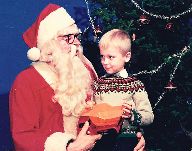 - Jännitin hirveästi, kun kävin ensimmäistä kertaa Stockmannilla viisivuotiaana ja minusta otettiin kuva joulupukin kanssa. Ylläni on äidin neuloma villapaita.