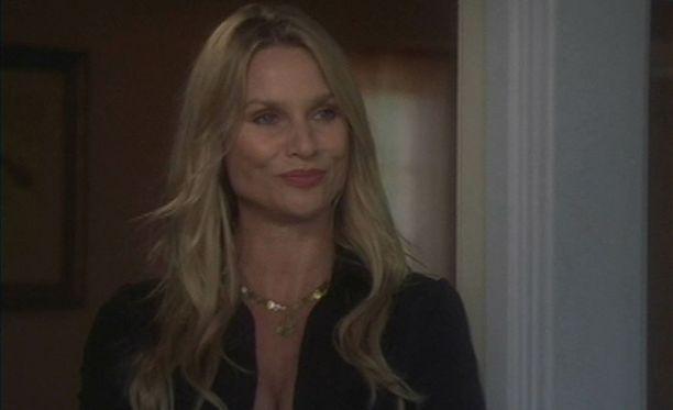 Edie juonitteli Täydelliset naiset-sarjassa viisi tuotantokautta.