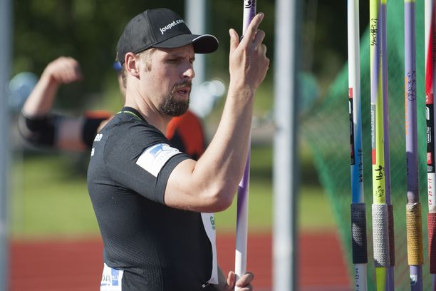 Antti Ruuskanen valitsi 85,15 kantaneeseen heittoonsa jäykemmän keihään kuin viidelle ensimmäiselle kierrokselle.