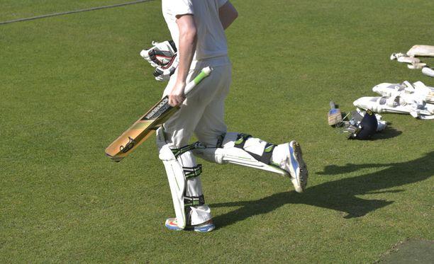 Lyöjien turvallisuus on jälleen noussut krikettimaailman huulille.