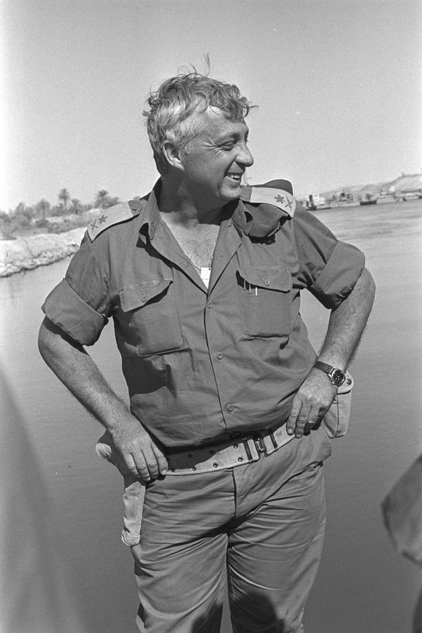 Israelin puolustusministeri Ariel Sharon oli Jom Kippurin sodan sankari. Hänet tunnettiin haukkana, joka vaati Arafatin murhaamista.
