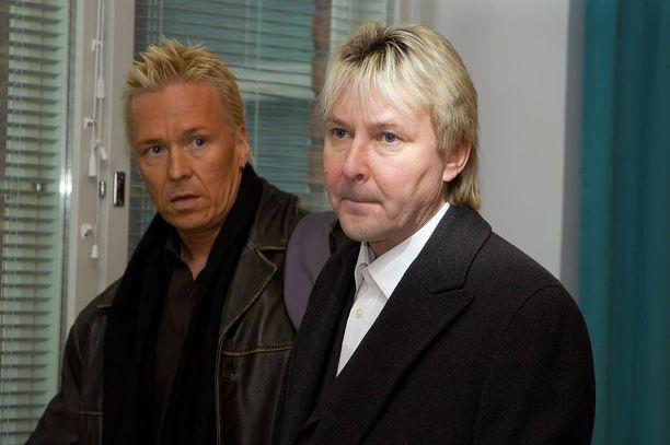 Matti Nykäsen ja Kai Merilän ystävyys on kestänyt vaikeatkin ajat. Vuonna 2006 Matti Nykänen oli syytteessä kahdesta pahoinpitelystä, toisena kohteena vaimo Mervi Tapola.