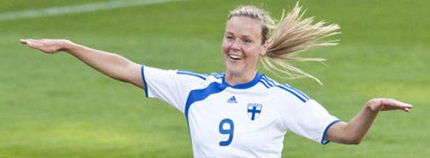 Laura Österberg Kalmari nousi maaleissa Jari Litmasen ohi.