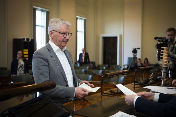 Pirkka-Pekka Petelius pyysi vanhoja saamelaissketsejä anteeksi.