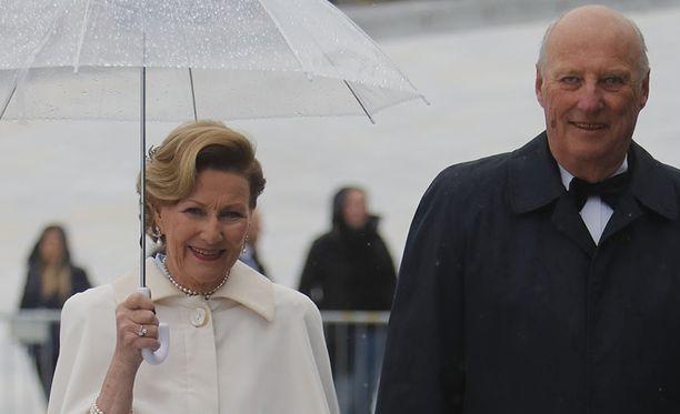 Kuningatar Sonja ja kuningas Harald ovat olleet 50 vuotta naimisissa.