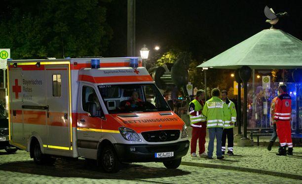 Yksi mies kuoli ja 12 loukkaantui räjähdyksessä Saksan Ansbachissa sunnuntai-iltana.