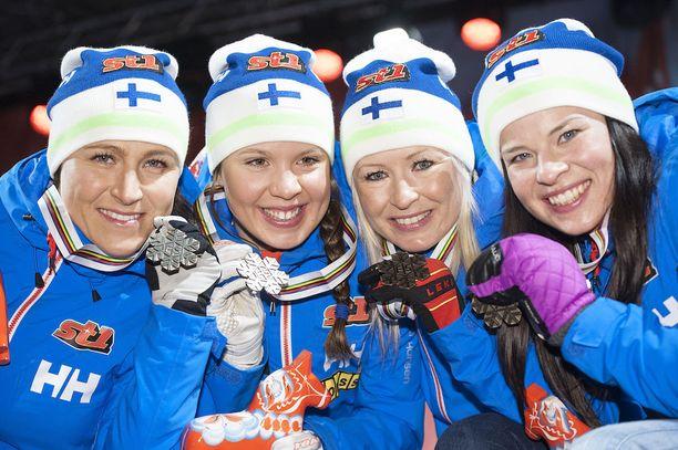 Aino-Kaisa Saarinen, Kerttu Niskanen, Riitta-Liisa Roponen ja Krista Pärmäkoski veivät Suomen MM-pronssille kaksi vuotta sitten.