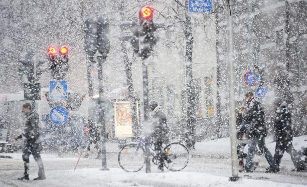 Lumipyryn ennustetaan olevan sankimmillaan kello 14 aikaan iltapäivällä.