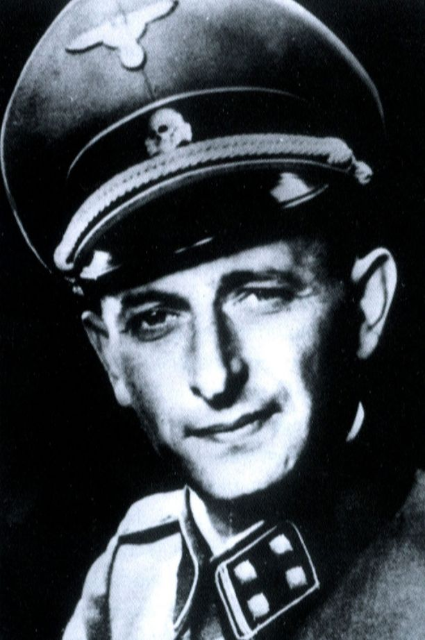 Adolf Eichmann univormussaan.
