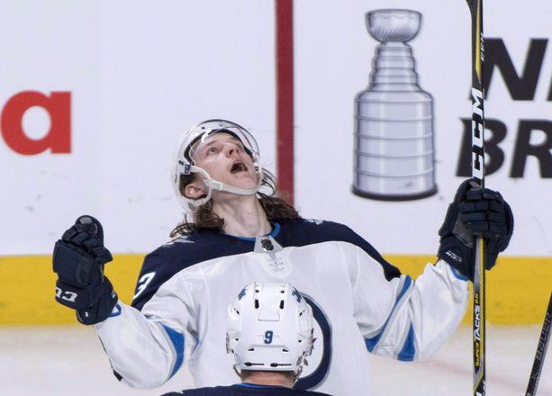 Sami Niku sai maalitilinsä auki NHL_debyytissään huhtikuussa.