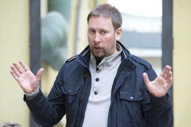 Paavo Arhinmäen entisen erityisavustajan Anne Moilasen mukaan pöytään sammumisen yllä pyörinyt mediakohu laantui lopulta alle viikossa.