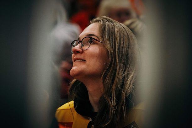 Kasvot taideteosten takana. Meri Hyvärinen, 23, on luonut taideteoksillaan mainetta formulamaailmassa.