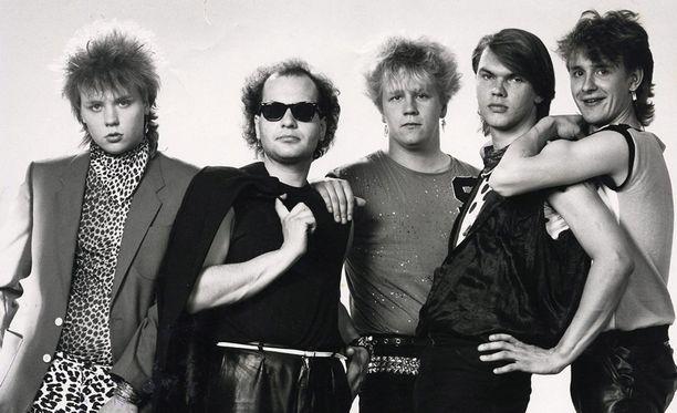 Tältä näytti Yö-yhtye vuonna 1984. Lindholm on kuvassa keskellä.