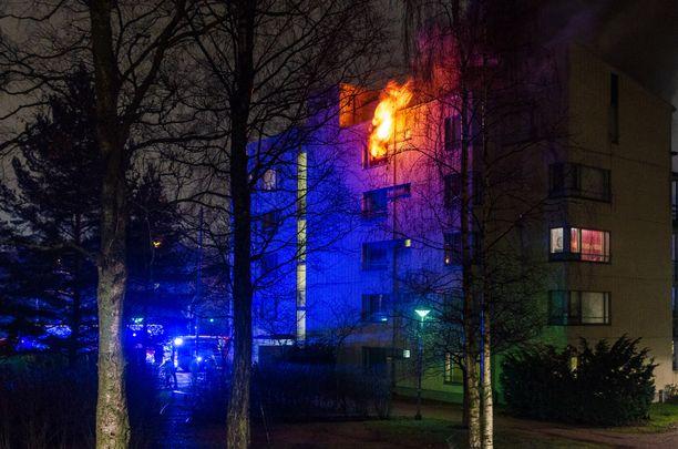 Palo levisi räjähdysmäisesti.