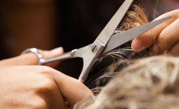 Muun muassa pienet hiuksenpätkät voivat olla erittäin teräviä iholla.