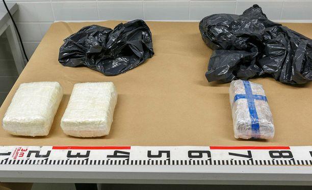 Helsingin poliisilaitos julkaisi tiedotteensa mukana kuvan takavarikoidusta metamfetamiinista.