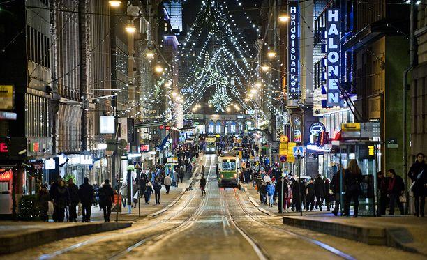 Joulukadun avajaisten ohjelma alkaa kello 15 Senaatintorilla. Kuva joulukadusta viime vuonna.