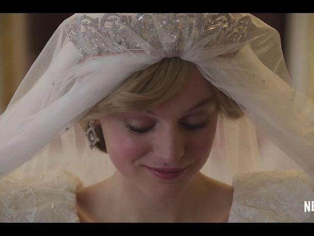 Emma Corrin esittää prinsessa Dianaa The Crown -sarjan neljännellä tuotantokaudella.