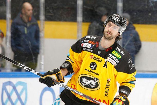 Shaun Heshka vartioi Kärppien takalinjoilla vielä kaudella 2020–2021.