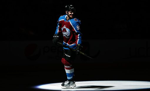 Mikko Rantanen on ollut NHL:ssä valokeilassa kirjaimellisesti ja kuvaannollisesti.