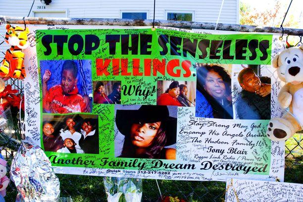Murhatalon portille jätetty omatekoinen juliste otti voimakkaasti kantaan brutaaliin surmatyöhön. Jennifer Hudson perusti läheistensä murhan jälkeen järjestön taistelemaan järjettömiä väkivallantekoja vastaan.