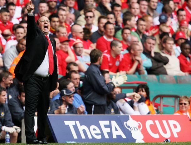 Rafael Benitez käskyttää Liverpoolissa seuraavat neljä vuotta.