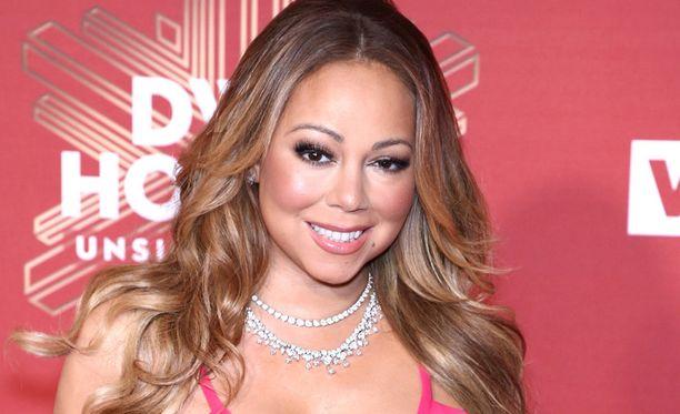 Mariah Carey onnitteli tällä viikolla ystäväänsä Beyoncé Knowlesia vauvauutisesta. Knowles ilmoitti tällä viikolla odottavansa kaksosia. Myös Carey on kaksosten äiti.