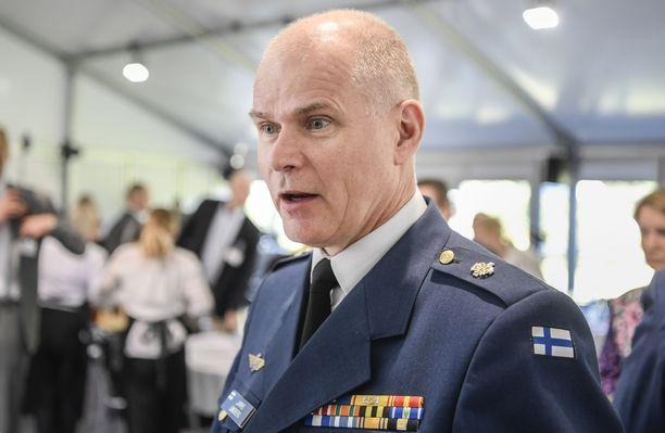Lindbergin perustama yritys tarjosi konsulttipalveluita Yhdysvaltalaiselle hävittäjäfirmalle.