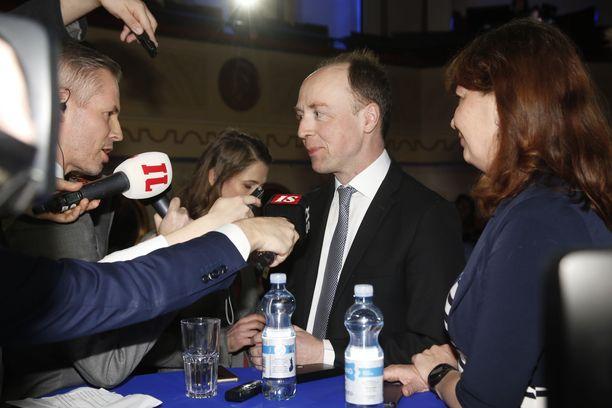 Perusuomalaisten puheenjohtaja Jussi Halla-aho puolueen vaalivalvojaisissa.