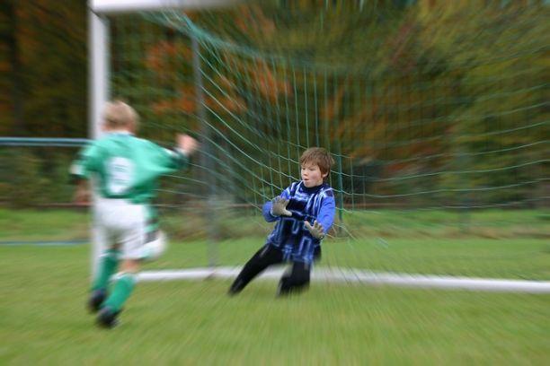 Lapsuuden liikuntaharrastus voi vaikuttaa positiivisesti koko loppuelämään.