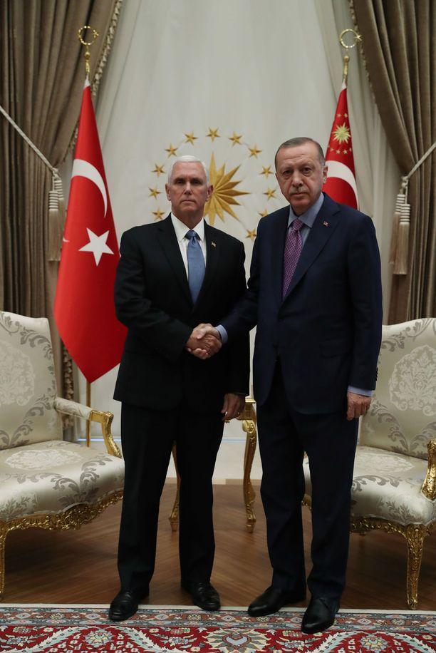 USA:n varapresidentti Mike Pence tapasi Recep Tayyip Erdoganin torstaina.