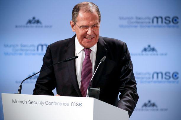 Venäjän ulkoministeri Sergei Lavrov oli vastoin tapojaan vitsikkäällä tuulella Münchenin turvallisuuskonferenssissa.