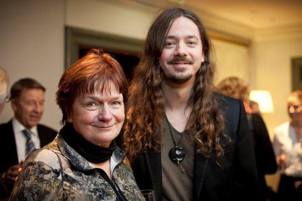 Aino ja Lauri Porra ovat äiti ja poika ja muusikoita molemmat. Lahjakkuus alaan on perua Jean Sibeliukselta.